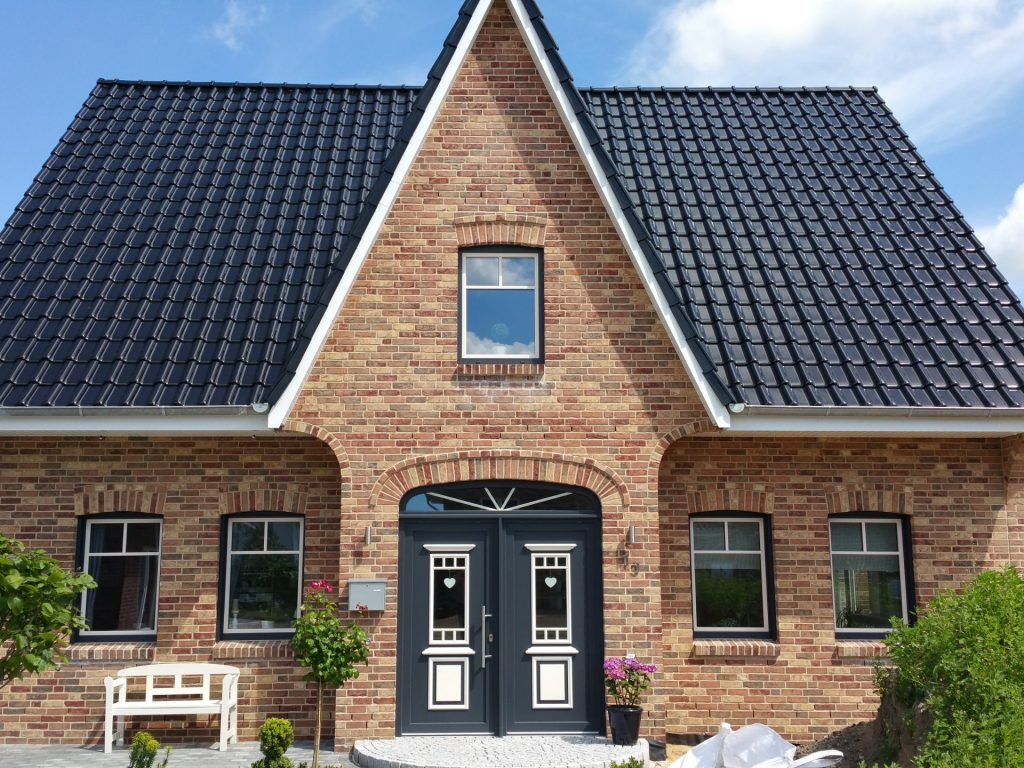 Cienna, terca, brick, single-family house, front yard, front view